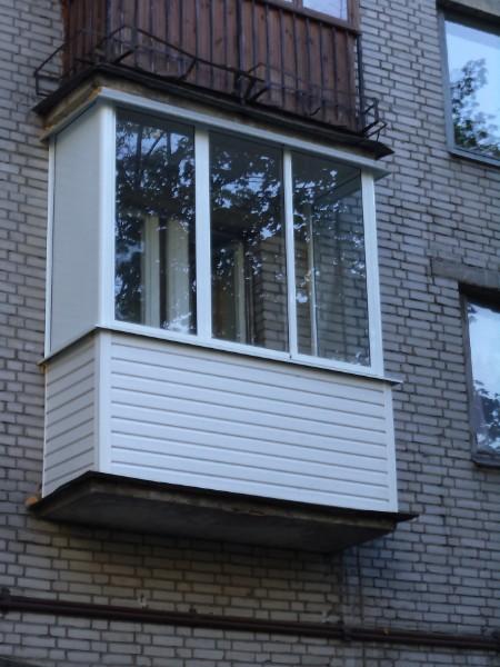 Остекление балкона на втором этаже